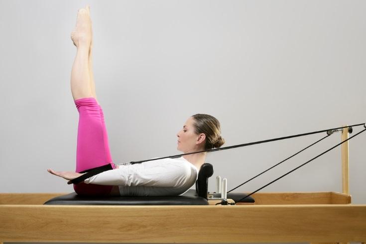 practicar el método Pilates en casa con aparatos