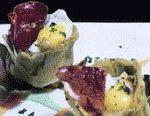 Alcachofas rellenas de huevo de codorniz  y cecina