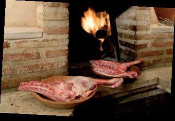 Lechazo asado en horno de leña (Restaurante asador la encina)