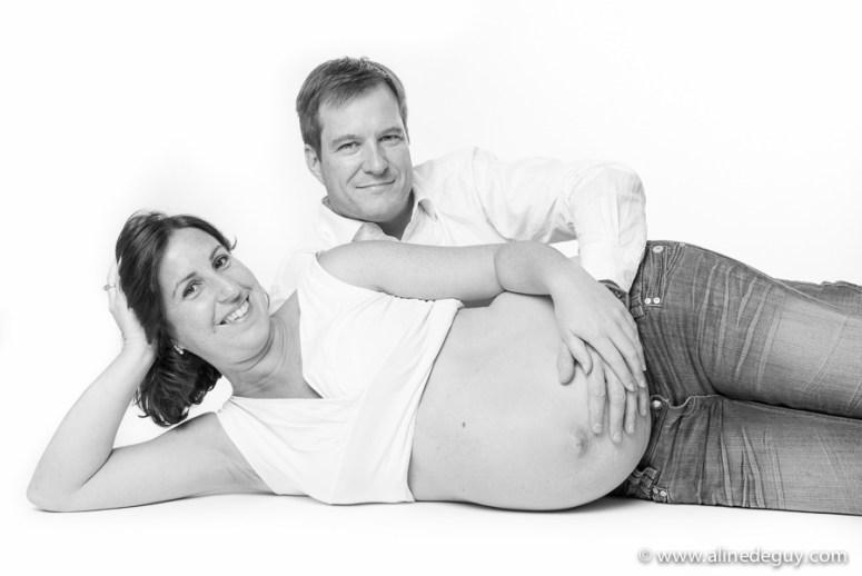 photographe couple grossesse, photos noir et blanc grossesse