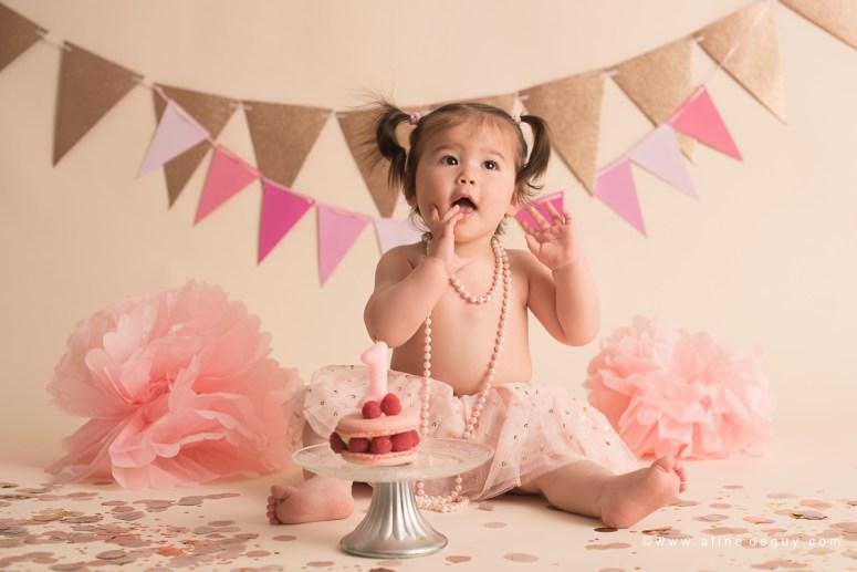 photographe bébé Garches, studio photo bébé, smash the cake, anniversaire bébé, photos anniversaire bébé, sourire de bébé, bébé métissé
