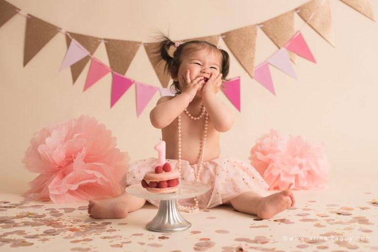 photographe bébé Suresnes, studio photo bébé, smash the cake, anniversaire bébé, photos anniversaire bébé, sourire de bébé, bébé métissé