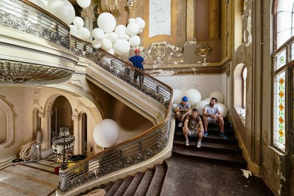 They were the ones pushing the balloons from below, upwards for more dinamics
