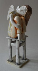 figurative-ceramics - 12k.Dreaming-Angel-2-faience-glazesh18
