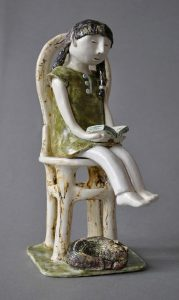 figurative-ceramics - 5a.The-girl-reading-the-book.-h18-20.-..м