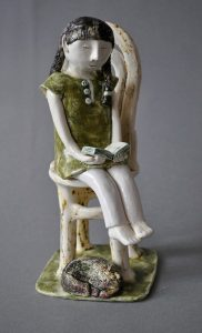figurative-ceramics - 5b.The-girl-reading-the-book.-h18-20.