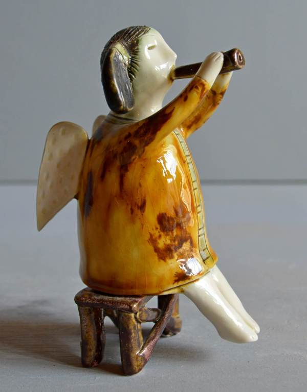 figurative-ceramics - angel-with-horn-3