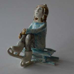 figurative-ceramics - going-to-skating-rink-2