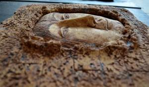 on-board - 20h.Freedom.chamotteoxidespanno-ceramic-of-3-parts.-decorated-on-the-wood-board.-details