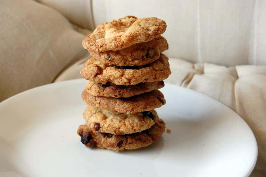 White chocolate, raisins and walnut cookies