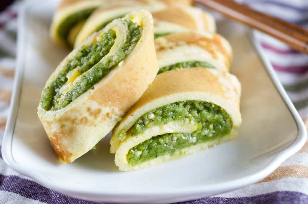 Omelette roll stuffed with cashew cilantro paste (Egg pinwheels)