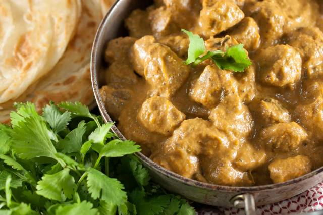 Soya chunks cooked in rich onion tomato masala gravy with spices, cashew, and cream. A healthy and tasty side dish that goes well with rice, chapathi and other Indian breads.