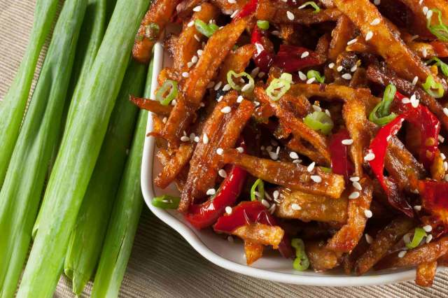 Honey Chilli Potato is a popular Indo-Chinese appetizer. Crispy Fried Potatoes cooked with spring onion and bell peppers in a sweet and spicy sauce.