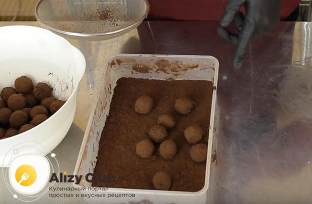 Míchání, nalít v čokoládové vyhřívané krém s invertním sirupem.