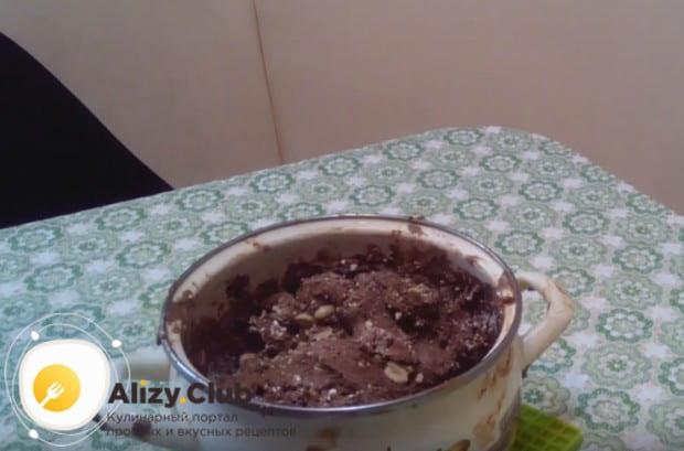 Quindi abbiamo preparato il tartufo del cioccolato su una semplice ricetta.
