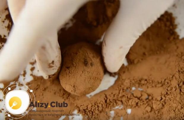 Mescolare il cioccolato di sollevamento con crema per uniformare.
