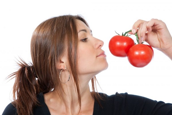 الطماطم لتفتيح البشرة الدهنية