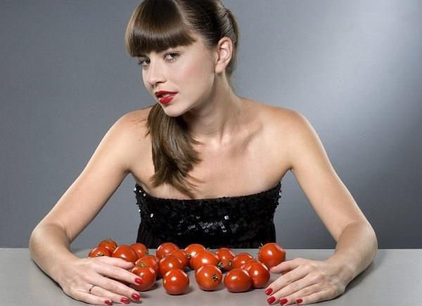 ماسكات من الطماطم لتفتيح البشرة الدهنيّة