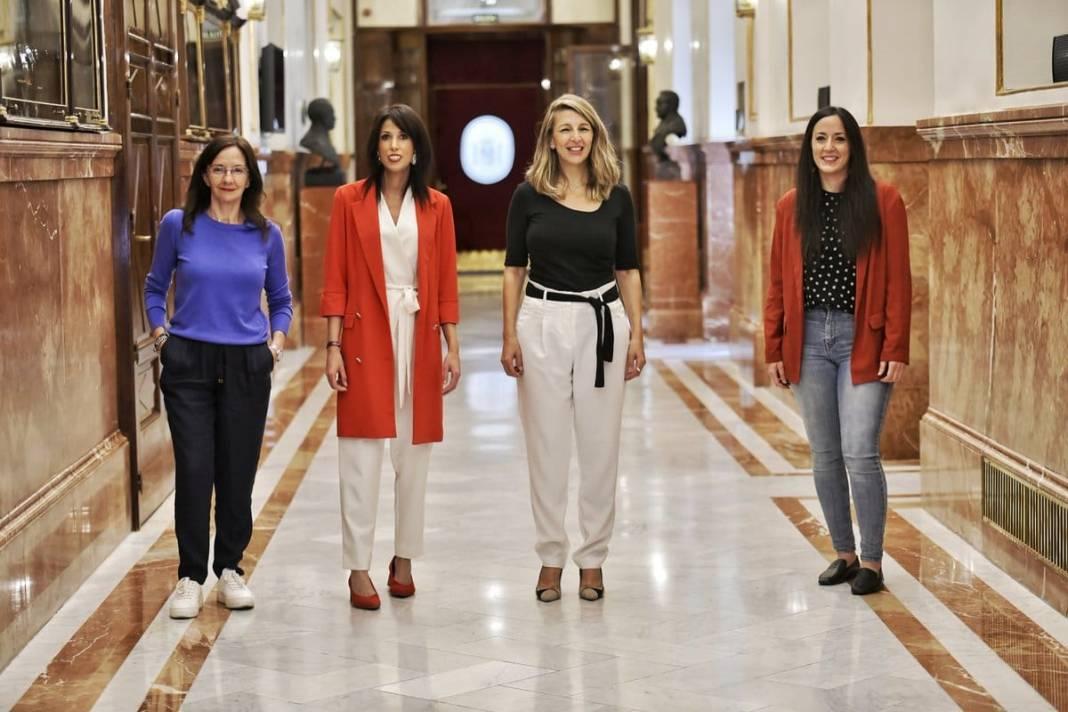 De izquierda a derecha, María Márquez, Martina Velarde, Yolanda Díaz e Isabel Franco. Foto de Podemos