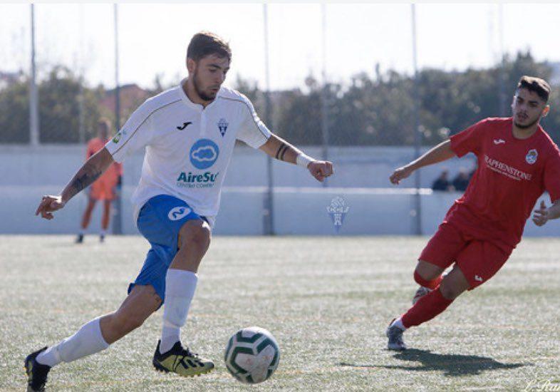 Miguel Gómez, centrocampista líder del Castilleja que ha ascendido a Tercera División.