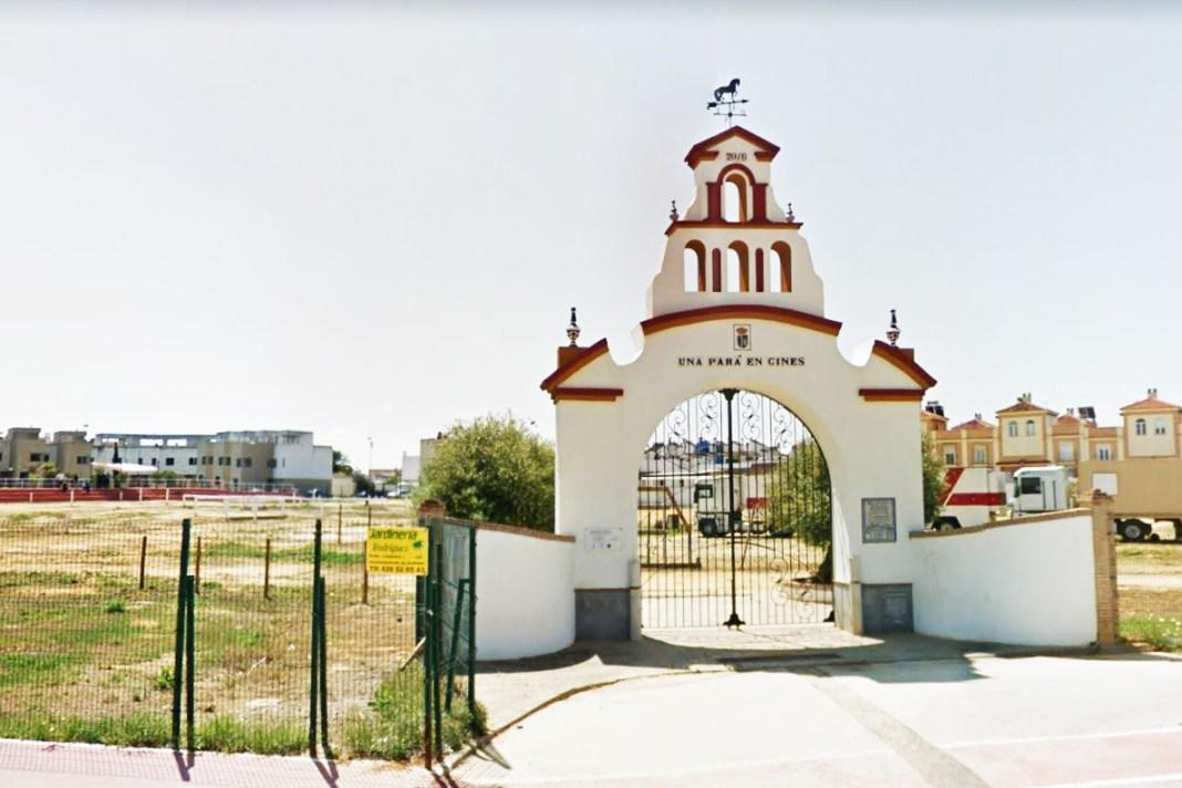 Portada del recinto donde se celebra anualmente la Pará de Gines.