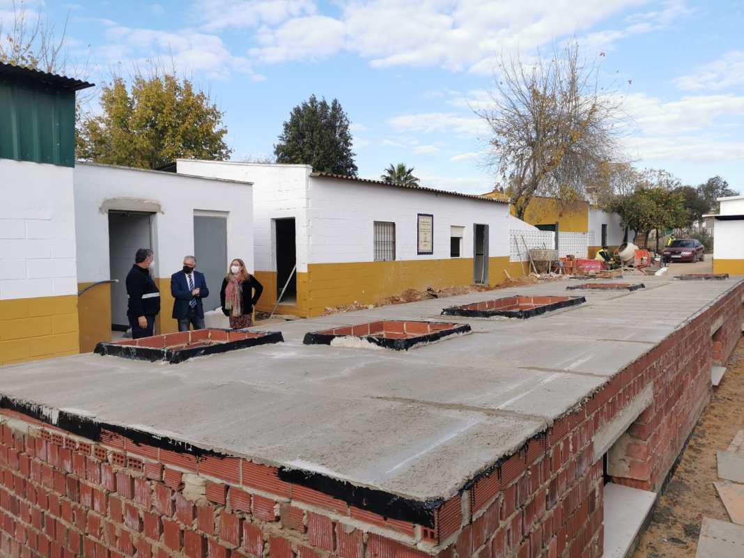 Visita a las instalaciones del nuevo refugio, que dará servicio a todo el Aljarafe. Foto: Ayto. Bormujos.
