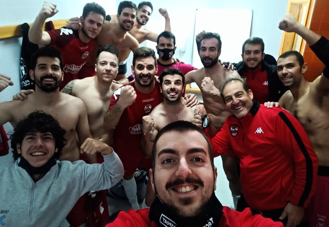 Los jugadores del Gsport celebran una victoria en el vestuario.