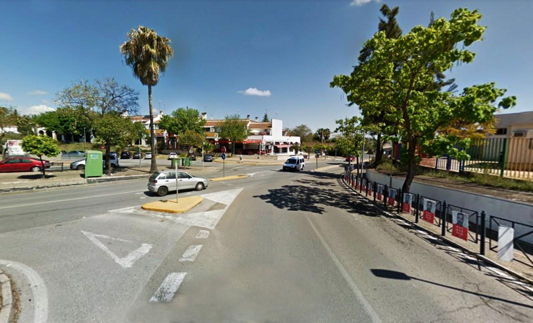 Cruce de la calle Sevilla con la calle Mairena, en Palomares del Río.