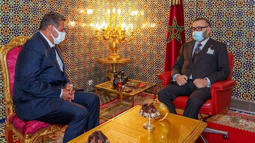 الملك محمد السادس ورئيس الحكومة عزيز اخنوش