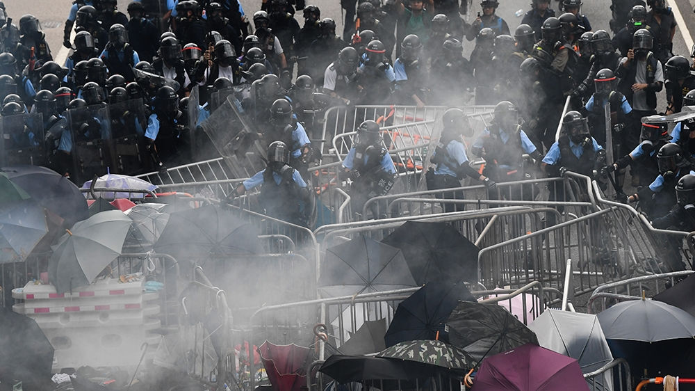Police clash with protesters during a demonstration outside the government headquarters in Hong Kong on June 12, 2019. - Violent clashes broke out in Hong Kong on June 12 as police tried to stop prote