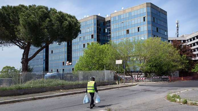 Rome: Refugee squat palace [Valerio Muscella]