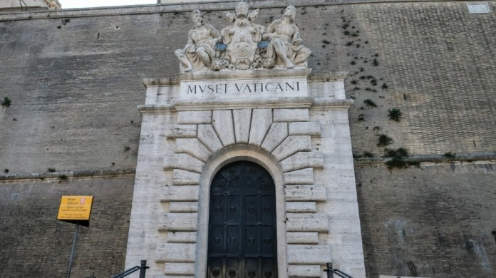 A view shows a deserted entrance of the closed Vatican Museums on March 24, 2020 in the Vatican during the lockdown aimed at stopping the spread of the COVID-19 (new coronavirus) pandemic.