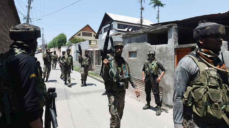 epa08499939 Indian army soldiers return from the site of a gunfight with separatist militants in Srinagar, the summer capital of the union territory of Jammu and Kashmir, 21 June 2020. Three militants