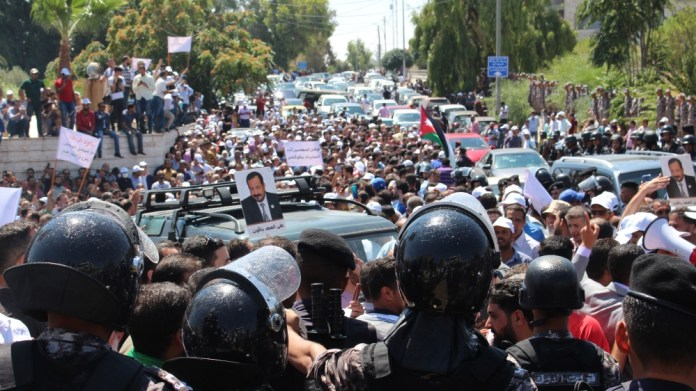 Jordan: Teachers stage protest, demand pay hike