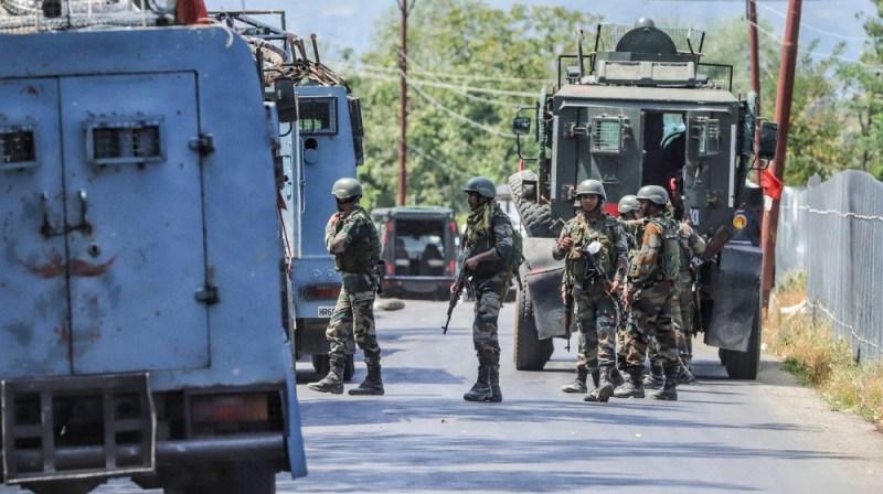 سیکیورٹی فورسز نے 17 اگست 2020 کو بھارت کے جموں و کشمیر کے ریاست کریمی بارہمولہ میں سی آر پی ایف پارٹی پر حملہ کیا اور 2 سی آر پی ایف جوانوں اور 1 جے کے پی پولیس اہلکار کو ہلاک کرنے کے بعد سیکیورٹی فورسز نے سرچ آپریشن شروع کیا۔ بعد ازاں 2 عسکریت پسند