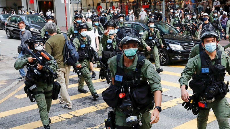 Riot police disperse pro-democracy protesters during a demonstration opposing postponed elections, in Hong Kong, China September 6, 2020. REUTERS/Tyrone Siu