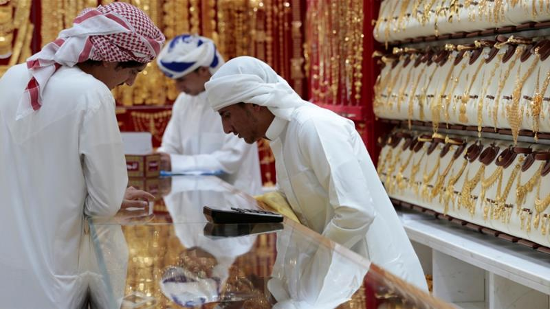 Men look at gold jewellery in a shop at the Gold Souq in Dubai, UAE March 24, 2018 [Christopher Pike/Reuters]