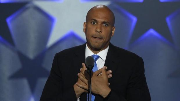 Sen Cory Booker pauses while speaking at the Democratic National Convention in Philadelphia, Pennsylvania, US on July 25, 2016 [Mike Segar/Reuters]