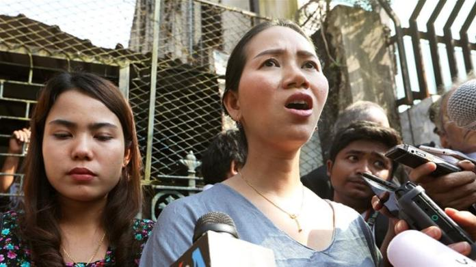 Pan Ei Mon (L) and Chit Su Win wives of jailed Reuters reporters Wa Lone and Kyaw Soe Oo after their appeal was rejected [Ann Wang/Reuters]