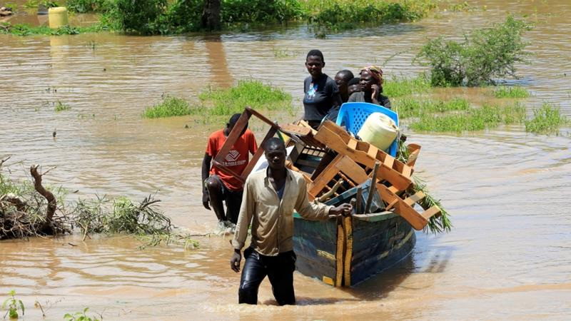 Kenya floods kill 194 people, displace tens of thousands