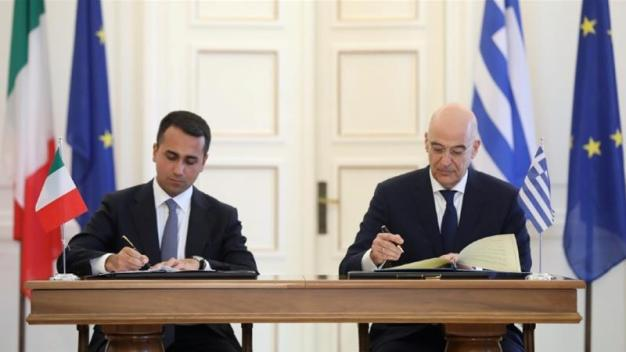 Greek Foreign Minister Nikos Dendias and his Italian counterpart Luigi Di Maio sign an agreement demarcating their maritime boundaries following a meeting at the Foreign Ministry in Athens, Greece [Costas Baltas/Reuters]