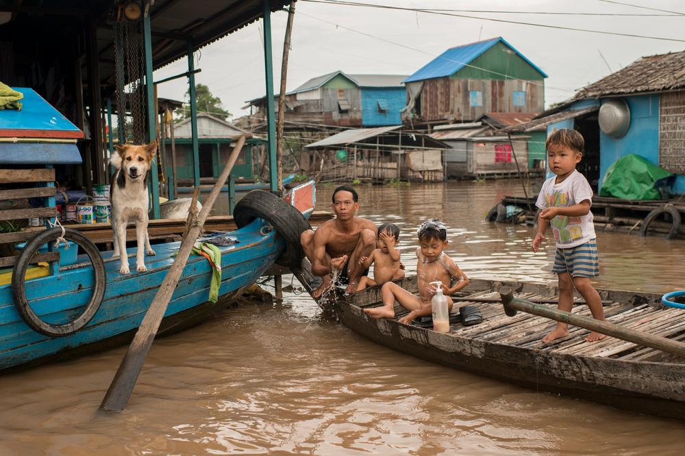 In Pictures Cambodias floating villages   Al Jazeera