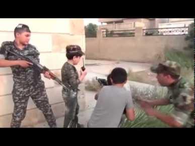 اطفال تم الزج بهم في ساحة المعركة