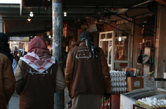 """عناصر """"الحسبة"""" وهم يتجولون في اسواق الموصل"""
