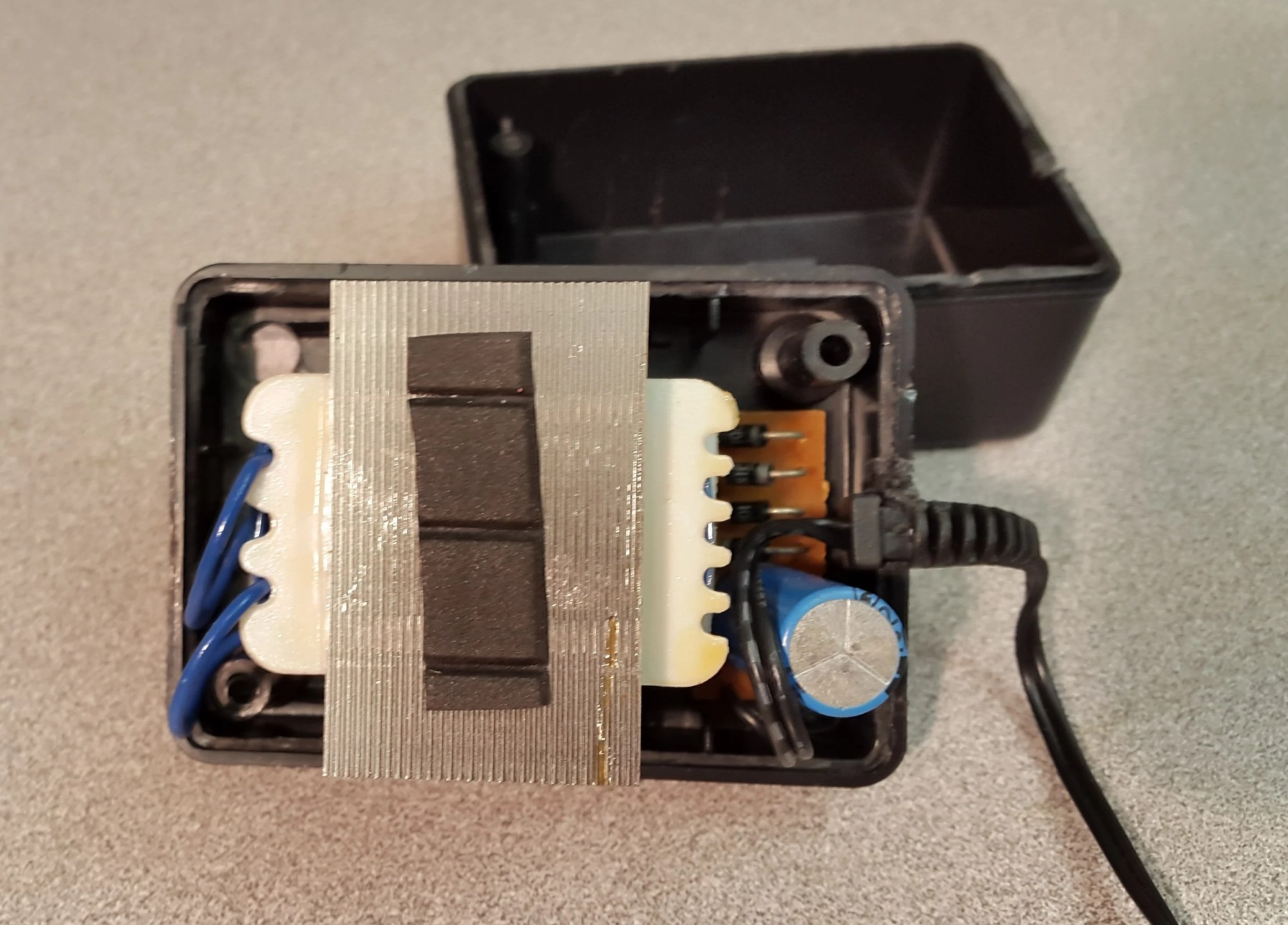 hight resolution of top view of inside of ac adaptor