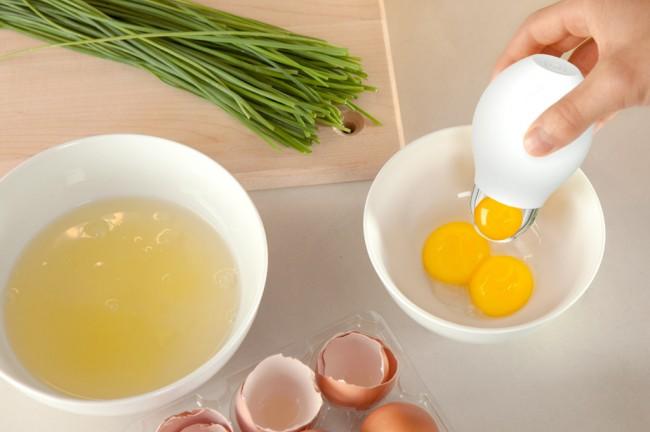 pluck-yolk-remover-large-650x432