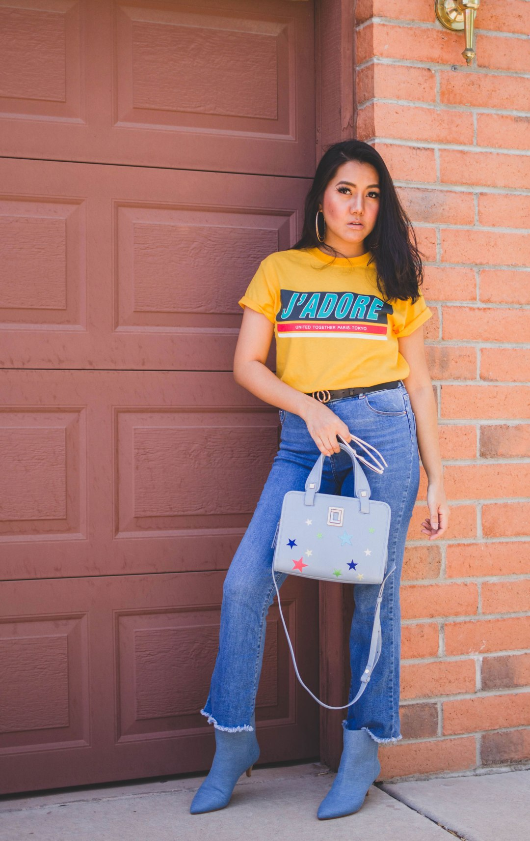 Arizona Fashion blogger Molly Larsen Wearing yellow J'ADORE Tee with blue denim jeans