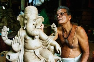 artist creates Ganesha