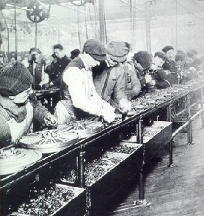 Ford assembly line 1913