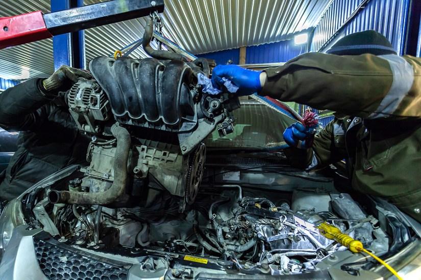 Engine installation car